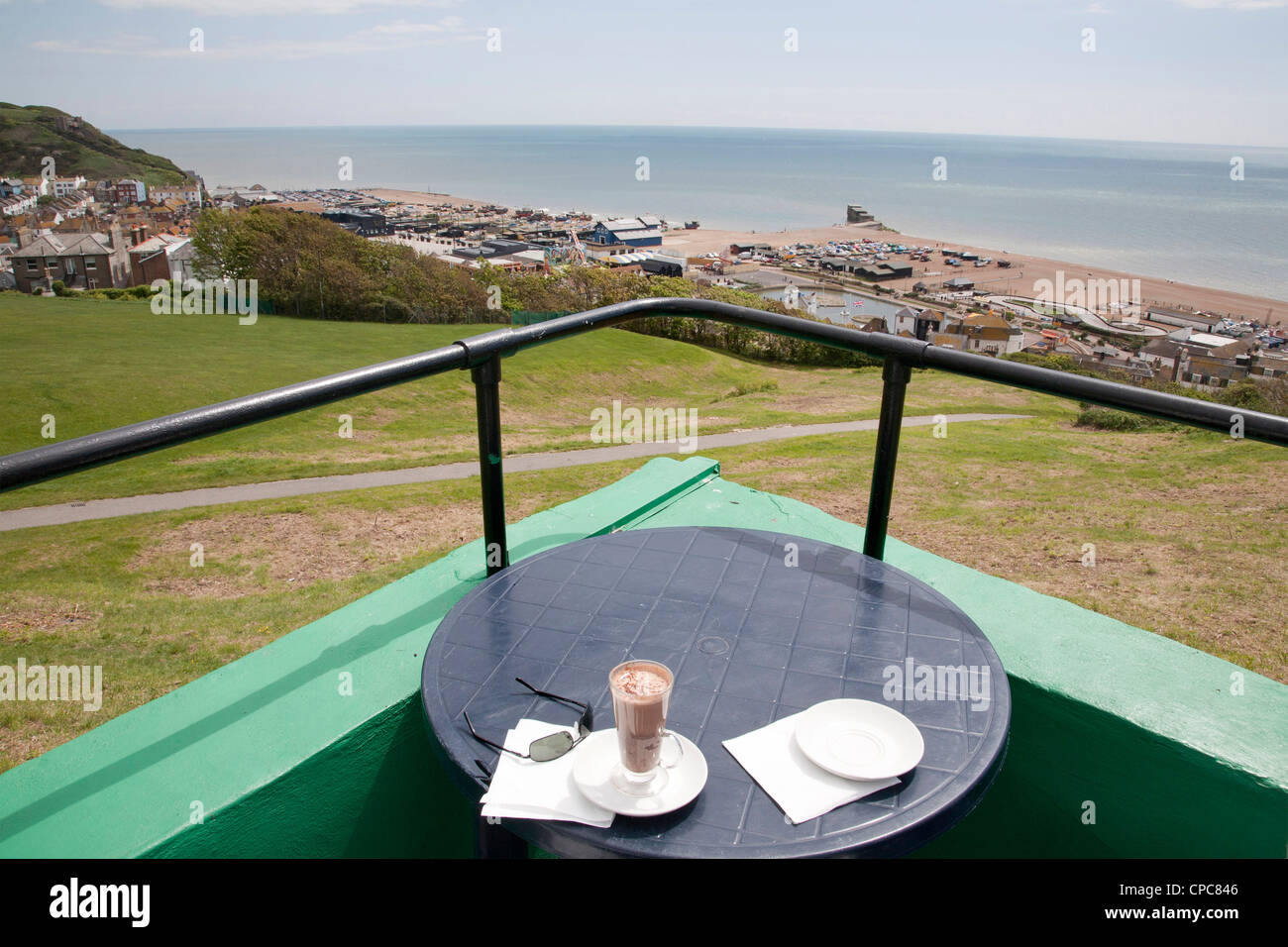 View from the West Hill cafe towards Hastings seafront amusements - Stock Image