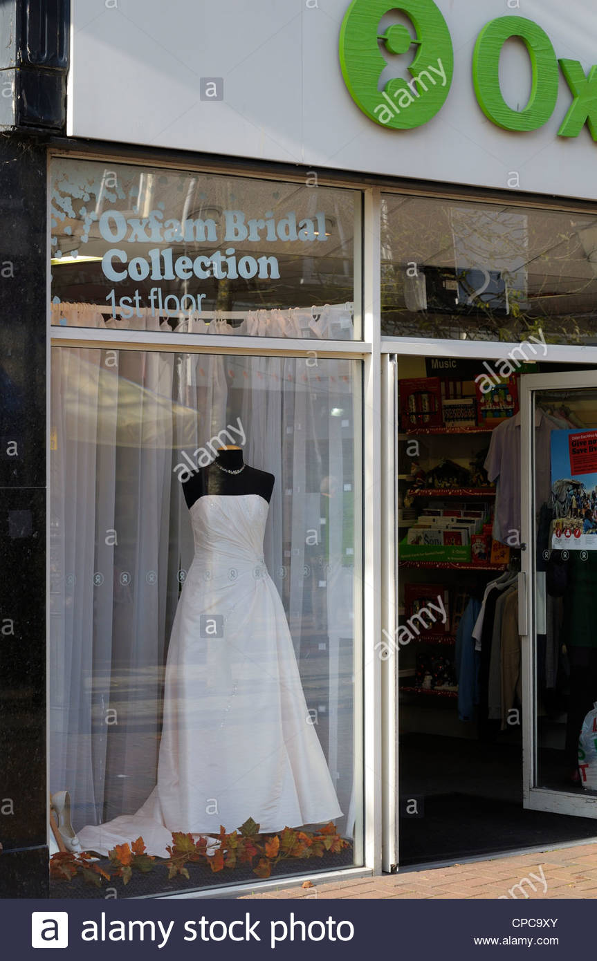 Bridal Shop Window Stock Photos & Bridal Shop Window Stock Images ...