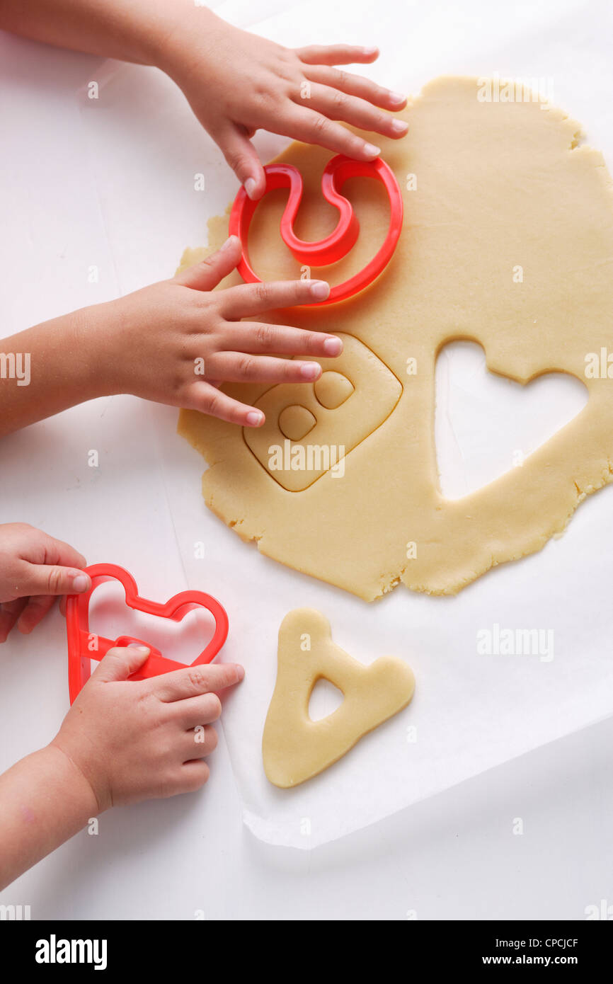 Children making cookies in letter shapes - Stock Image
