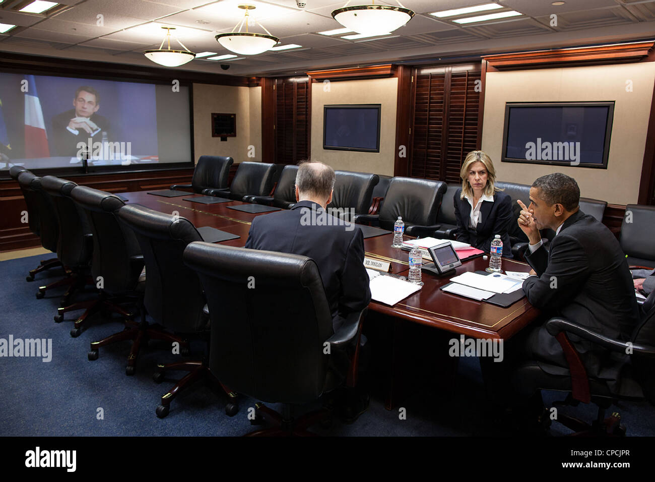 President Barack Obama participates in a video teleconference with President Nicolas Sarkozy of France in the Situation - Stock Image