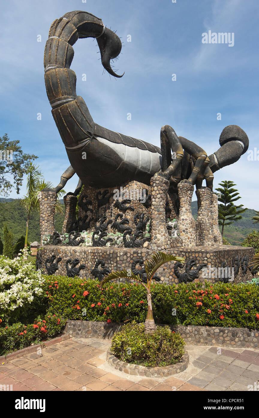 Elk208-5132v Thailand, Mae Sai, Wat Phra That Wai Dao, scorpion statue - Stock Image
