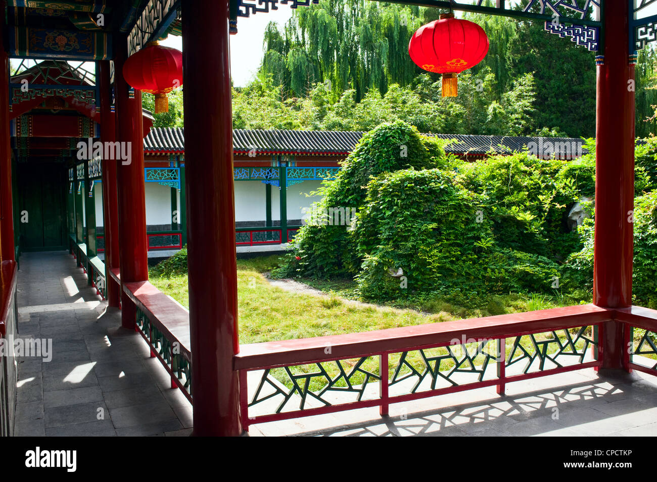 Chinese Garden - yard and red lantern - Stock Image