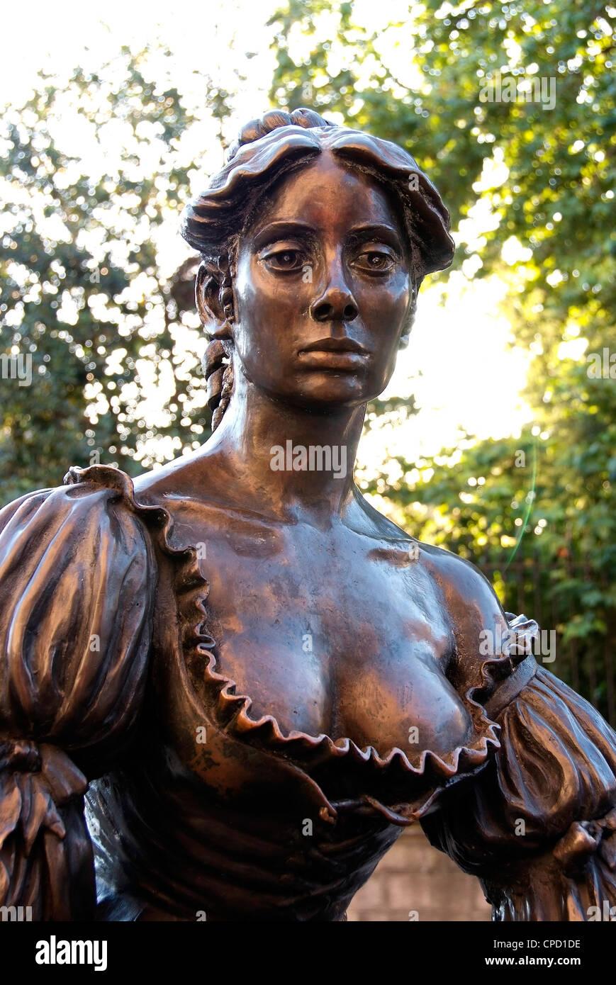 Molly Malone statue, Grafton Street, Dublin, Republic of Ireland, Europe Stock Photo