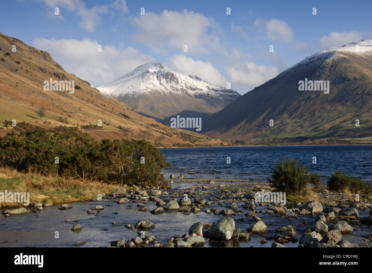 Overbeck flows into Lake Wastwater, Great Gable 2949 ft in centre, Lake District National Park, Cumbria, England, - Stock Image