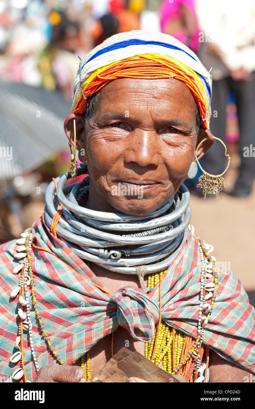 Smiling Bonda tribeswoman wearing cotton shawl, Rayagader, Orissa, India - Stock Image