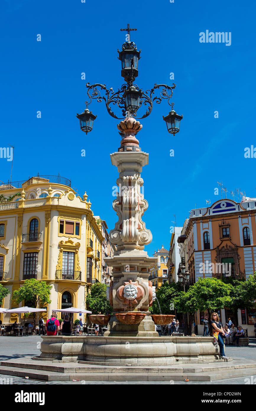 Europe, Spain Andalusia, Sevilla, Plaza Virgen de los Reyes - Stock Image