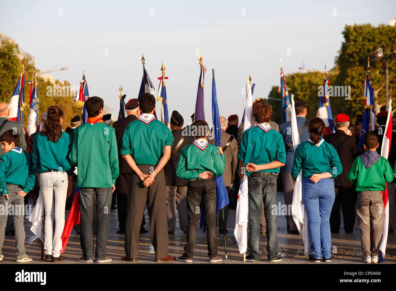 Muslim scouts at the Arc de Triomphe, Paris, France, Europe - Stock Image