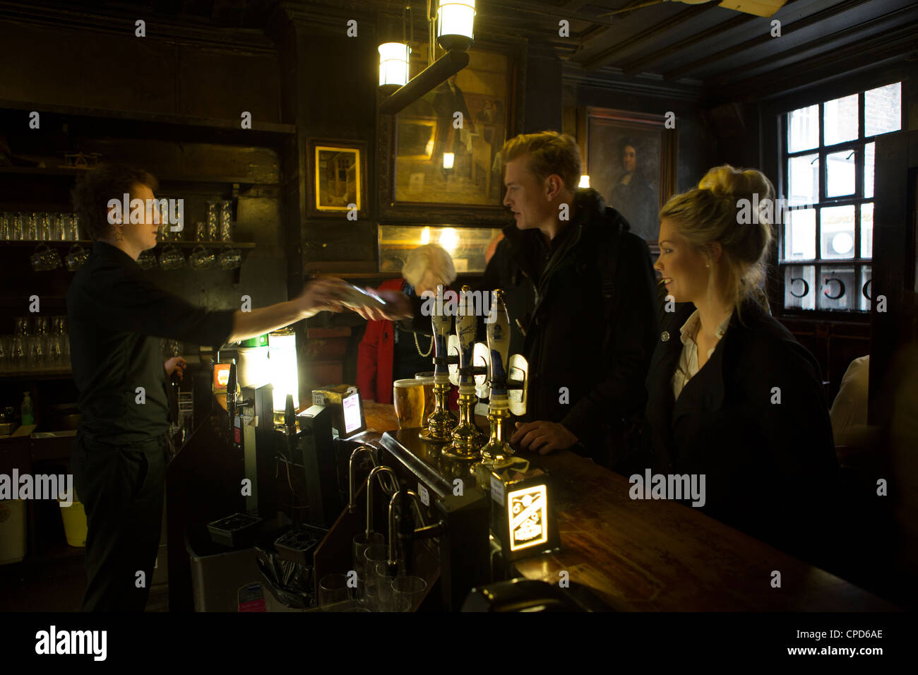 Ye Olde Cheshire Cheese traditional London pub - Stock Image
