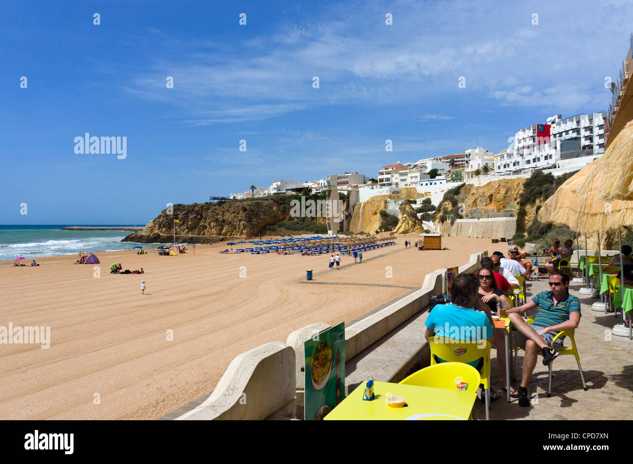 Cafe on the seafront at Praia dos Penedo beach, Albufeira, Algarve, Portugal - Stock Image