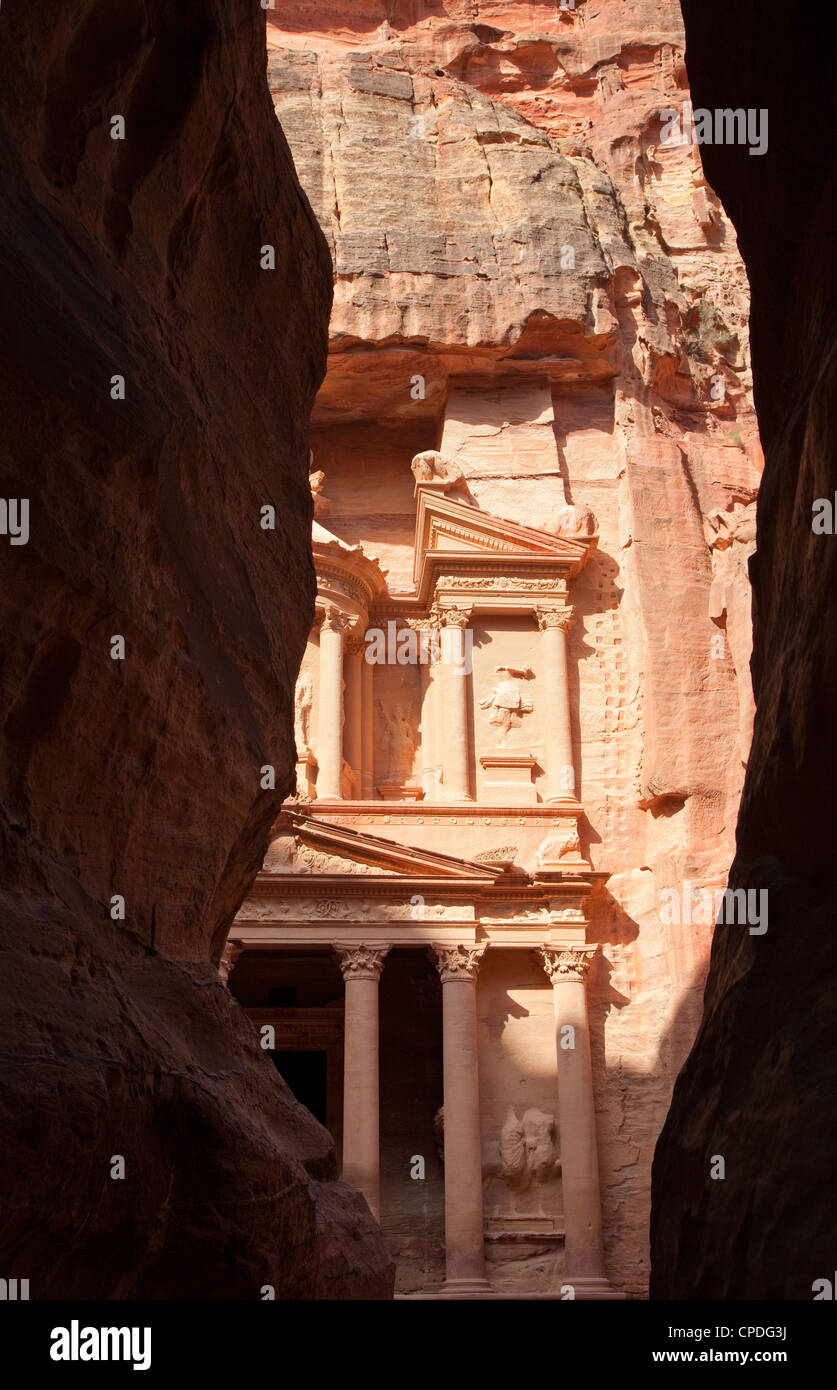 The facade of the Treasury (Al Khazneh) carved into the red rock, seen from the Siq, Petra, Jordan, Middle East - Stock Image