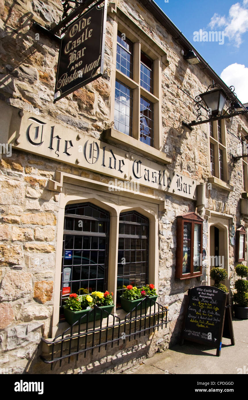 The Olde Castle Bar and Restaurant in the town centre - Stock Image