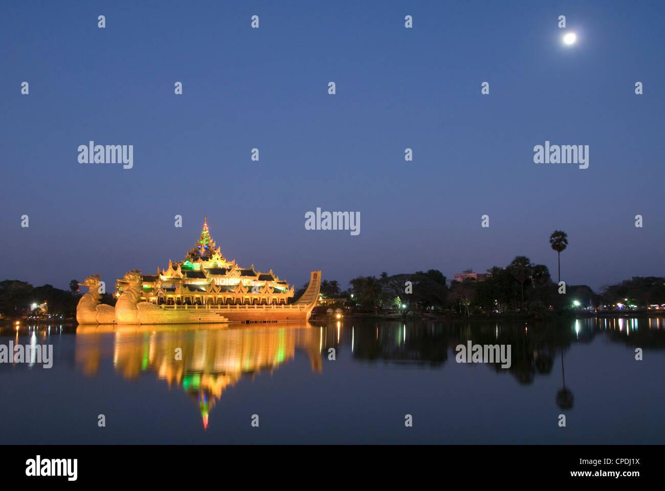 Karaweik Barge in the late evening, Kandawgyi Lake, Yangon (Rangoon), Myanmar (Burma), Asia Stock Photo