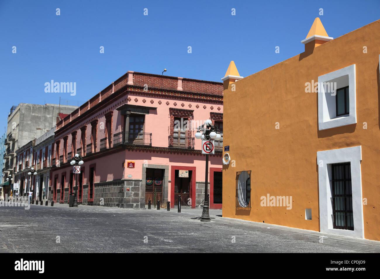 Street scene and colonial architecture, Puebla, Historic Center, UNESCO World Heritage Site, Puebla State, Mexico, - Stock Image