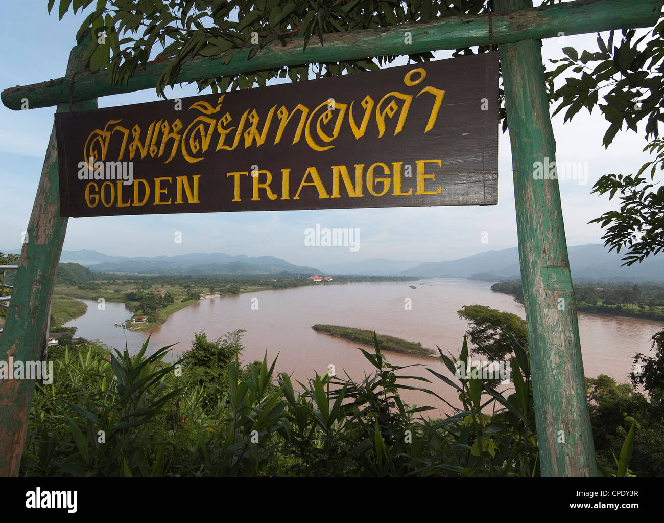 Elk208-5337 Thailand, Chiang Saen, Golden Triangle sign with Mekong River - Stock Image