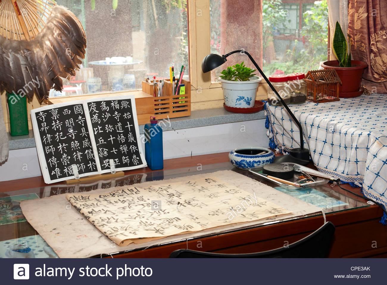 Calligraphy artist's desk, Xiaojinsi Hutong district, Beijing, China, Asia - Stock Image