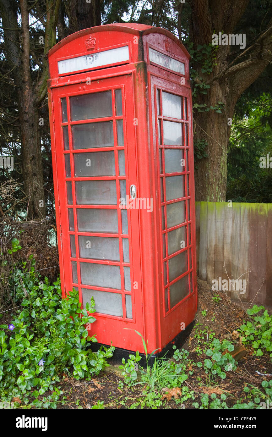 Red telephone phone box kiosk - Stock Image