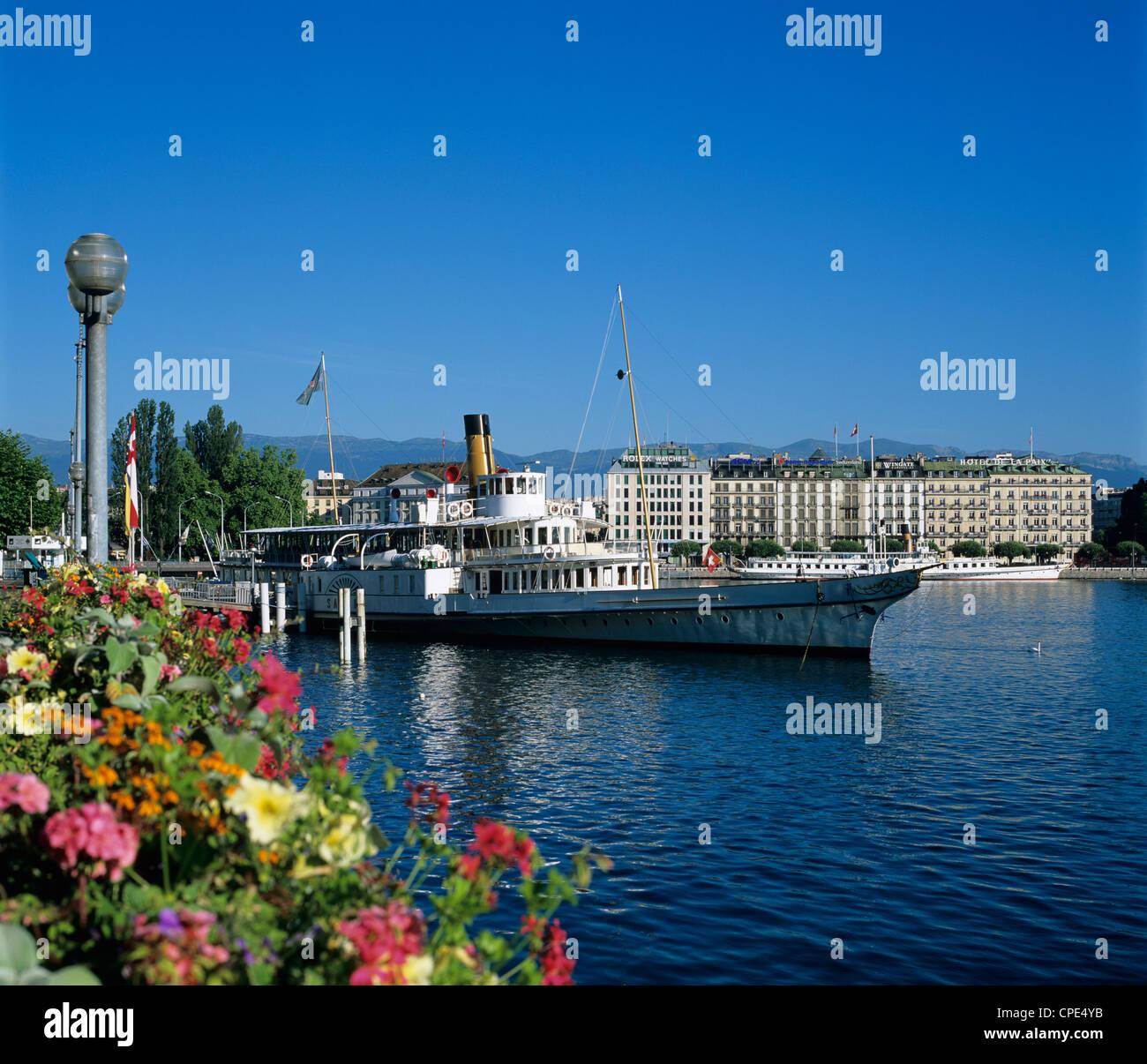 Paddle Steamer beside the Prom du Lac, Geneva, Lake Geneva (Lac Leman), Switzerland, Europe - Stock Image