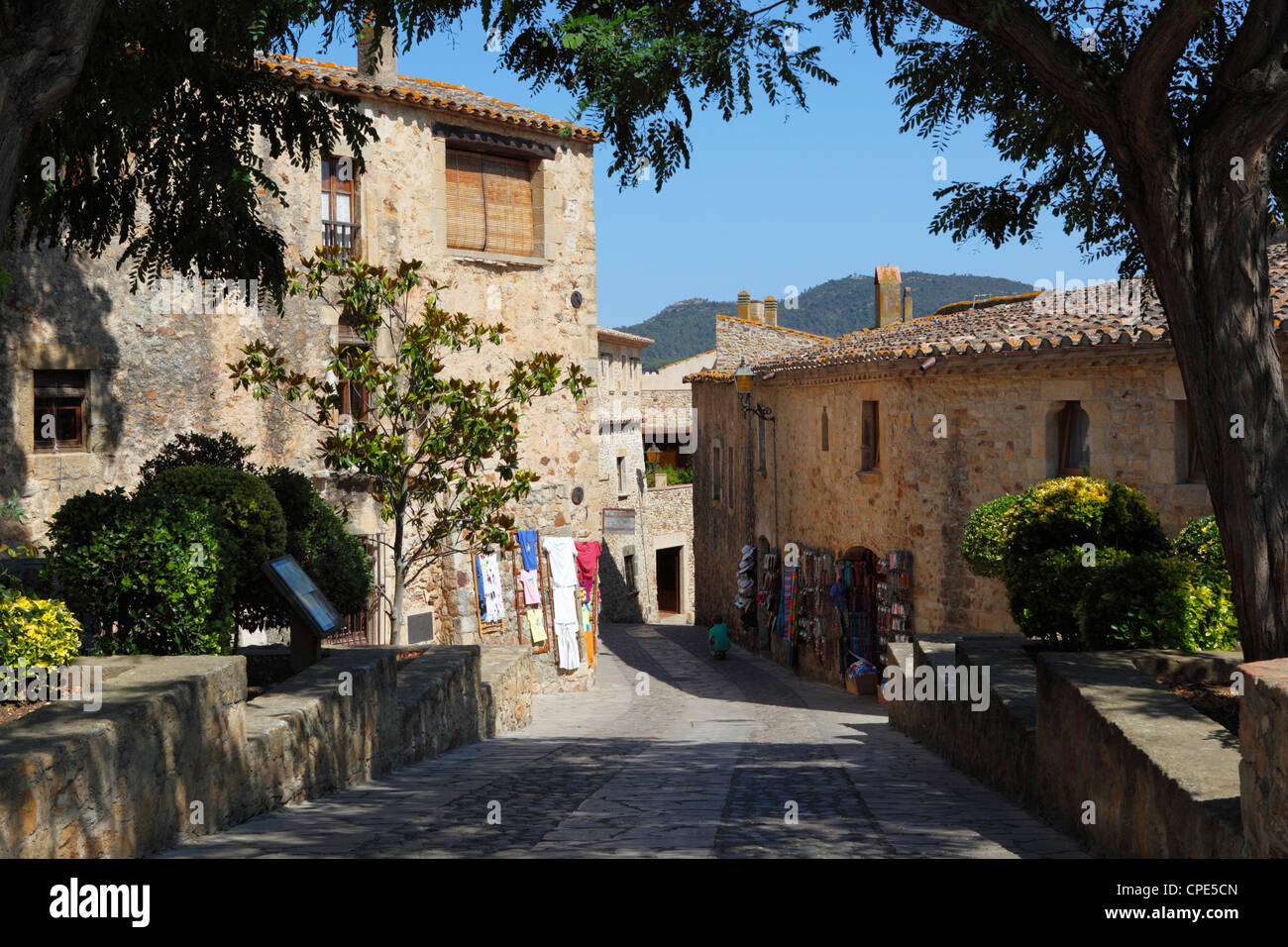 Boutiques in old town, Pals, Costa Brava, Catalonia, Spain, Europe - Stock Image