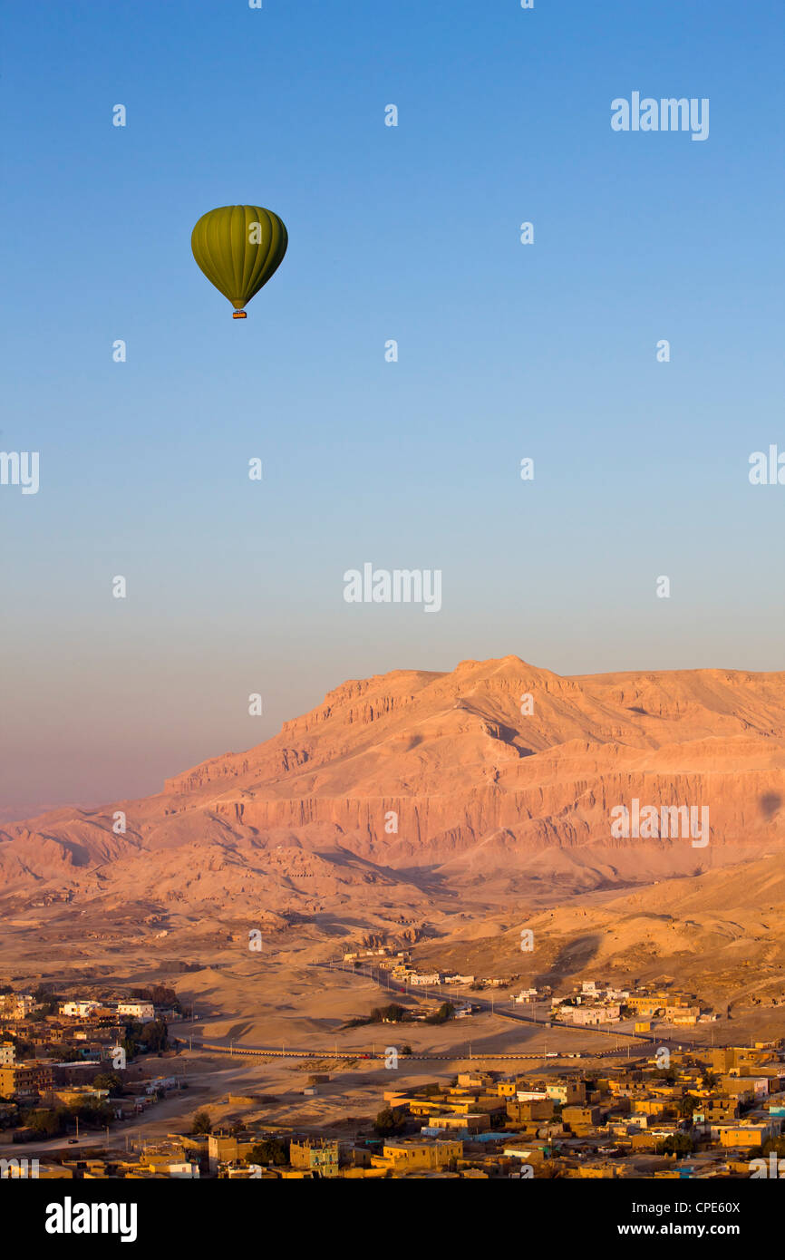 Hot air balloon suspended over the Theban hills of Luxor, Egypt, North Africa, Africa - Stock Image