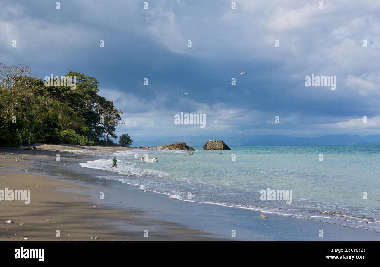 Net fishing on the coast of the Osa Peninsula, Panama, Central America - Stock Image
