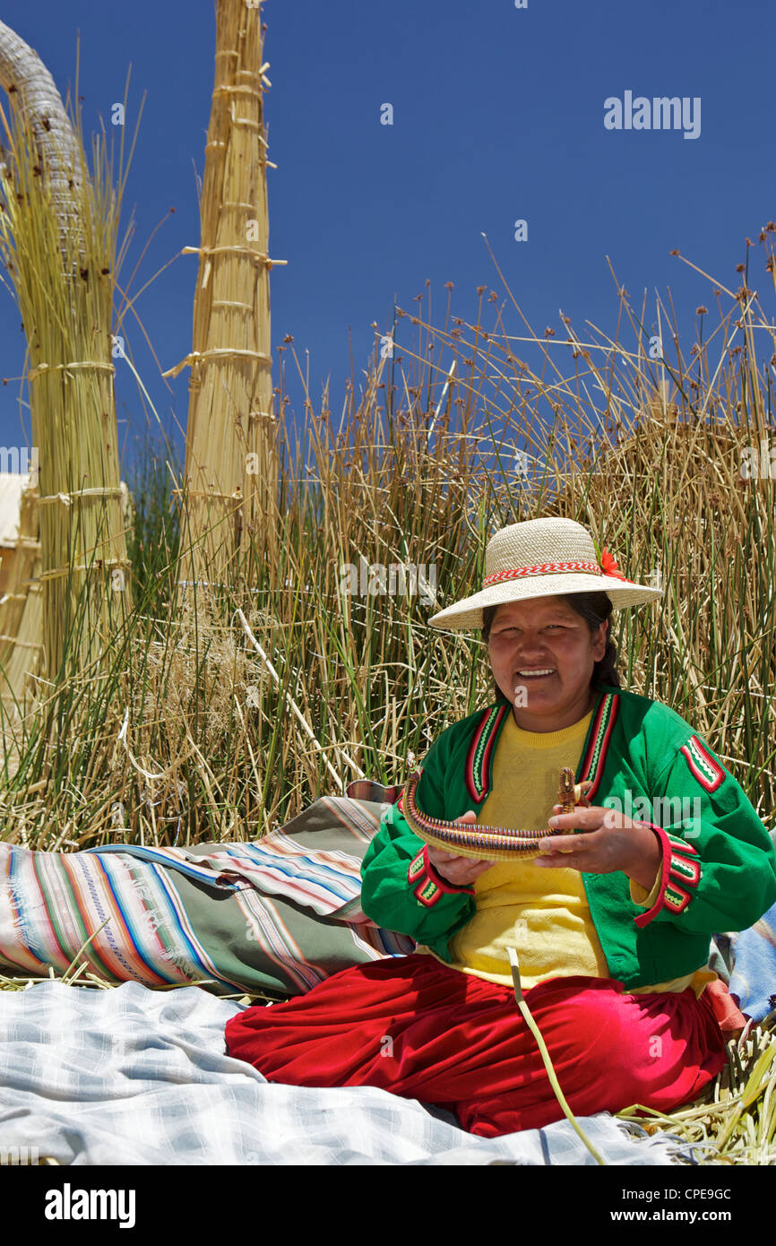 Portrait of a Uros Indian woman, Islas Flotantes (Floating Islands), Lake Titicaca, Peru, South America - Stock Image