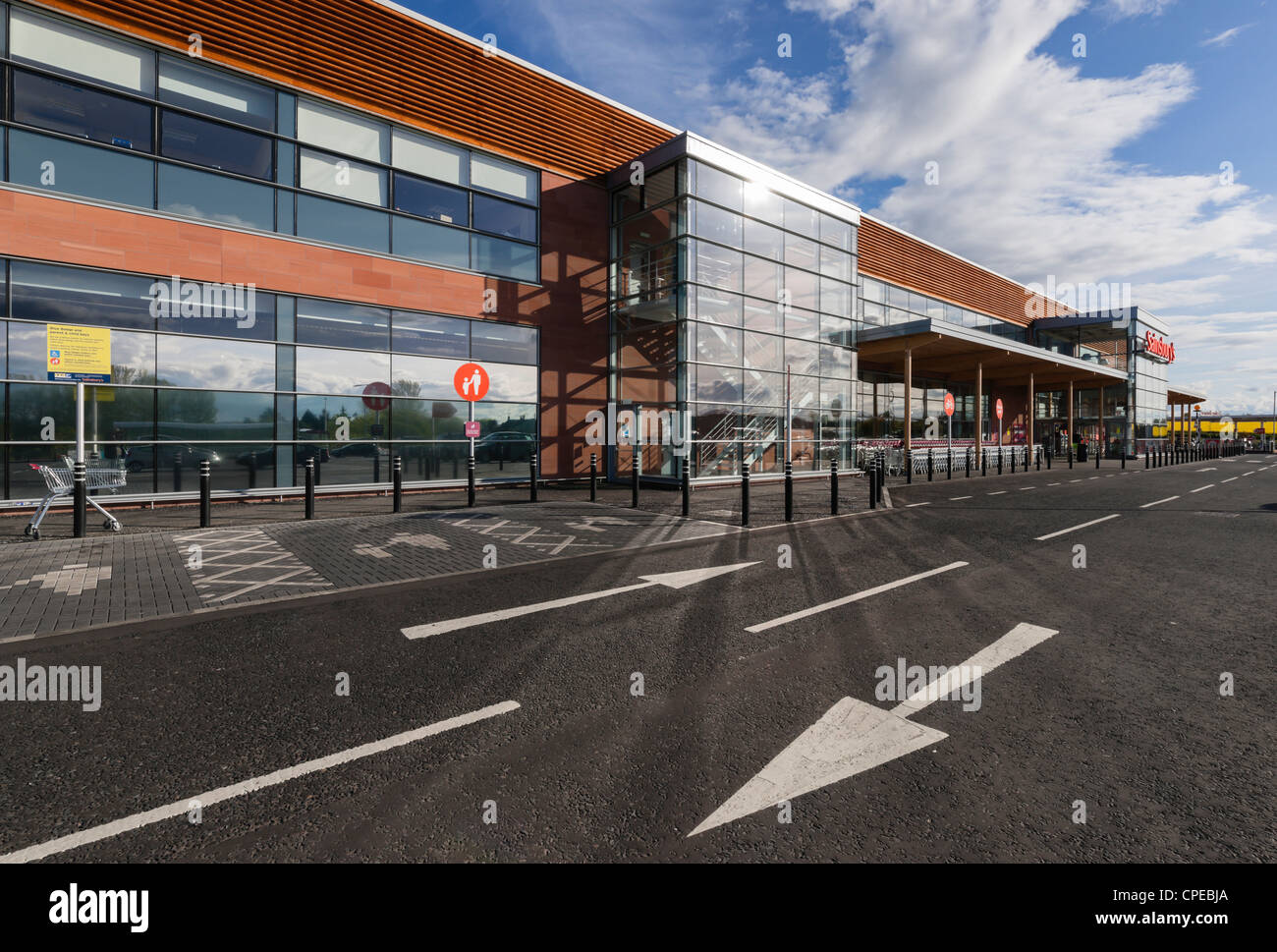 Sainsburys supermarket, UK - store in Kelso, Scotland. Car park roadway direction sign. - Stock Image