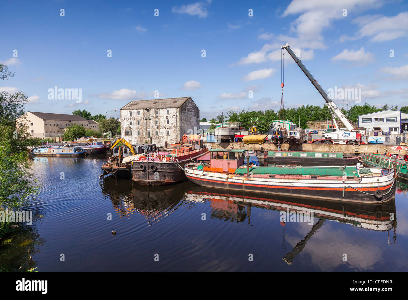 River and Canal boats on the River Calder at Wakefield Waterfront, West Yorkshire. - Stock Image