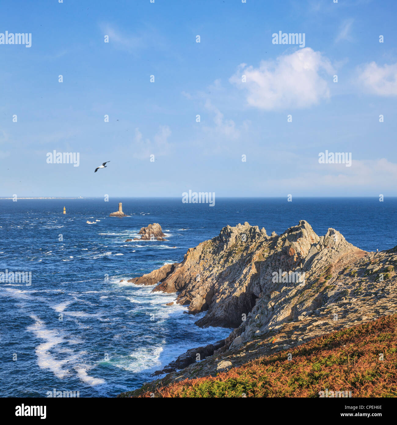 Pointe du Raz, one of Brittany's most dramatic landmarks, and the lighthouse La Vieille. - Stock Image