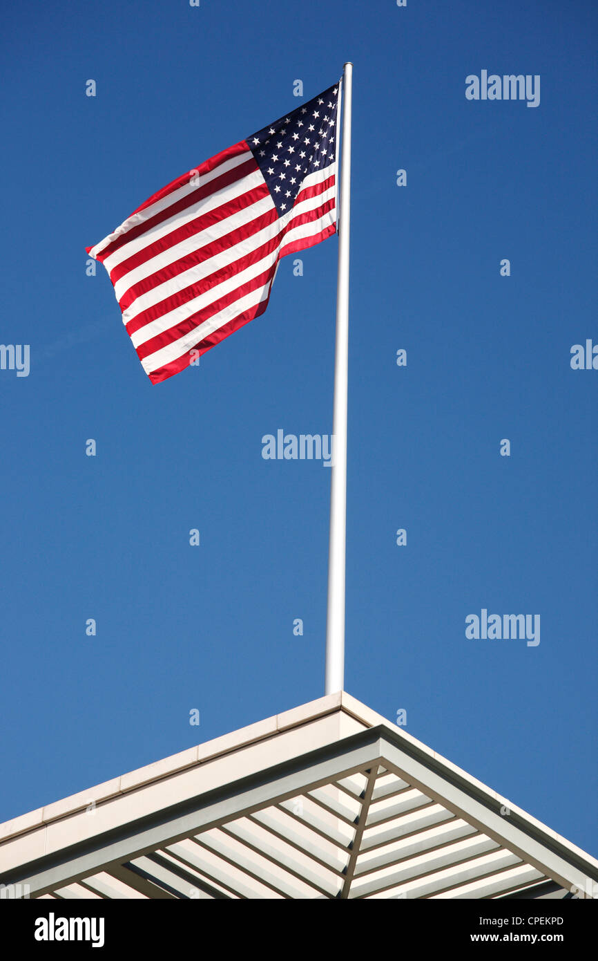 US flag on the Embassy of the United States of America in Berlin (Germany)  Amerikanische Botschaft in Deutschland - Stock Image