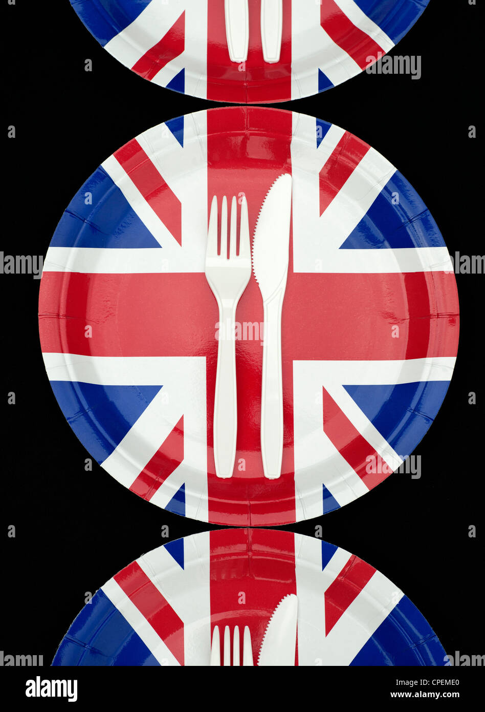 Union Jack Paper Plates with cutlery on a black background - Stock Image  sc 1 st  Alamy & Union Jack Paper Plates Stock Photos u0026 Union Jack Paper Plates Stock ...