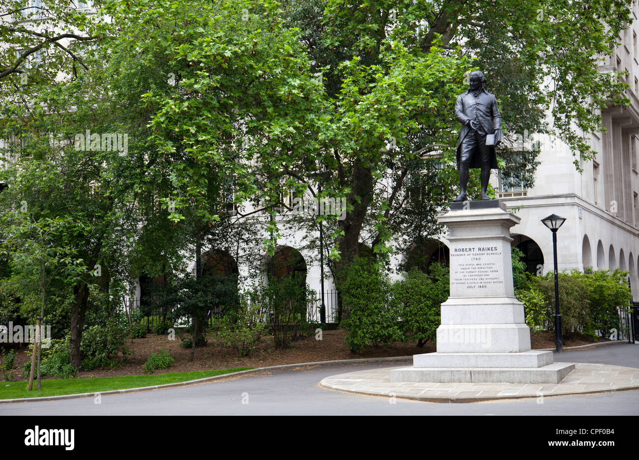 Statue Of Robert Raikes In Victoria Embankment Gardens London