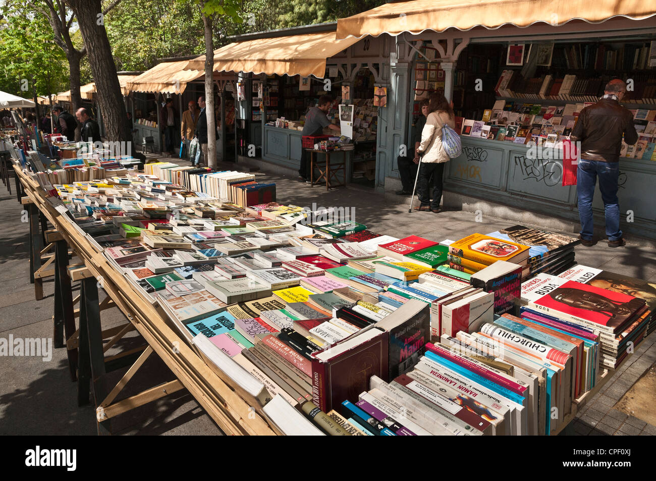 Book stalls in the Cuesta de Claudio Moyano next to the Retiro Park at the bottom end of the Paseo del Prado, Madrid, - Stock Image