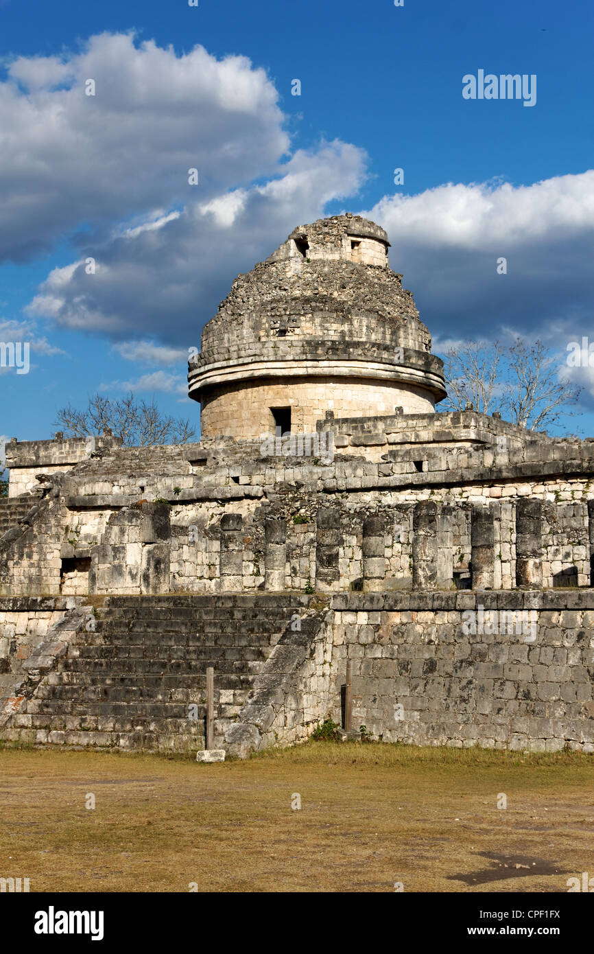 Ruin of a Mayan building at the old city of Chichen Itza. - Stock Image