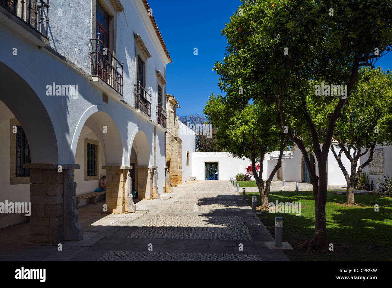 Courtyard in the Se (Cathedral) in the Old Town (Cidade Velha or Vila Adentro), Faro, Algarve, Portugal - Stock Image