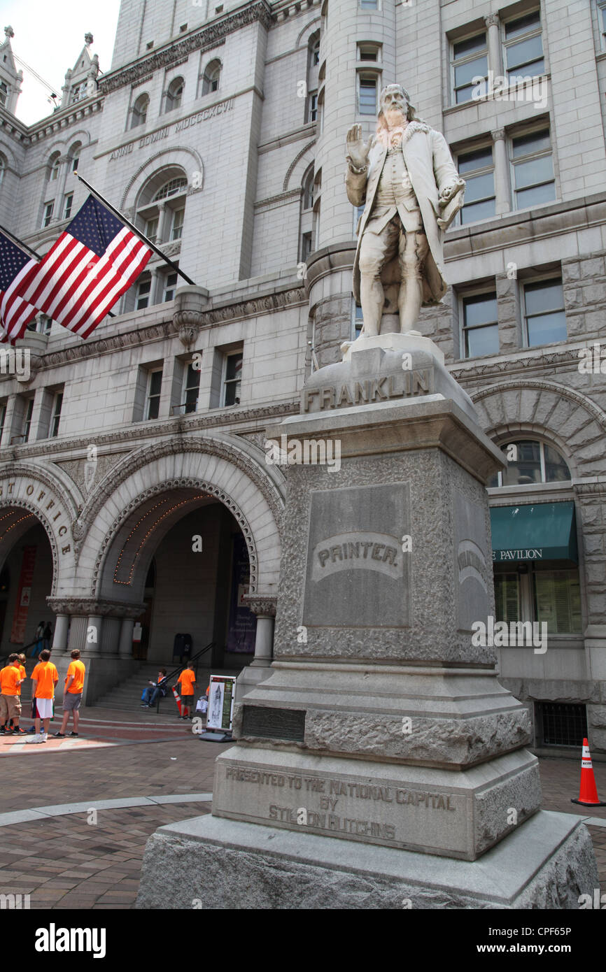 Statue Of Benjamin Franklin Outside The Old Post Office And Clock Stock  Photo: 48277314   Alamy