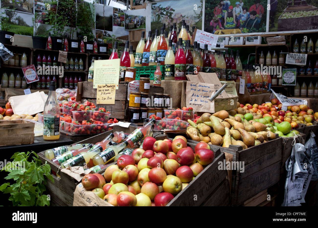 Fruit cider and juice stall, Borough Market, London, England, UK - Stock Image