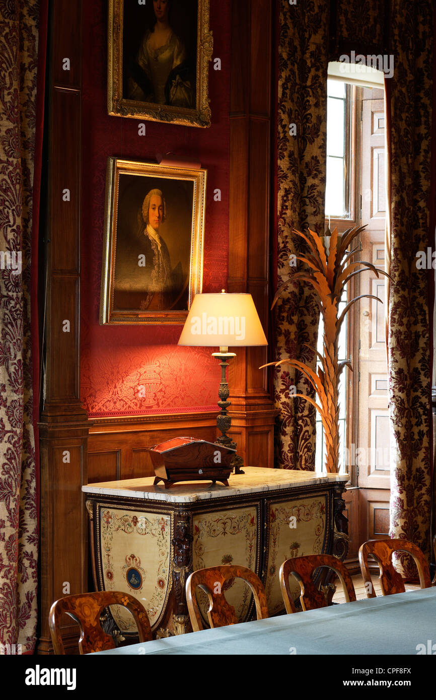Interior of an elegant English house with antique furniture and a wooden keepsake box - Stock Image