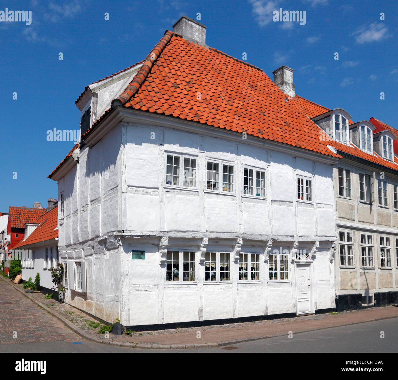 "The oldest half-timbered house from 1577 in historic town Elsinore in Strandstræde 27. Earlier the pub ""Peter - Stock Image"