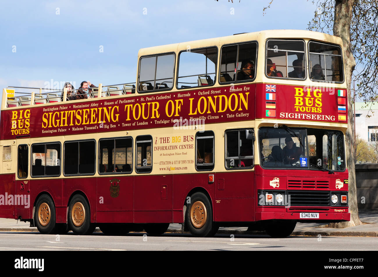Open top sightseeing bus, London, England - Stock Image