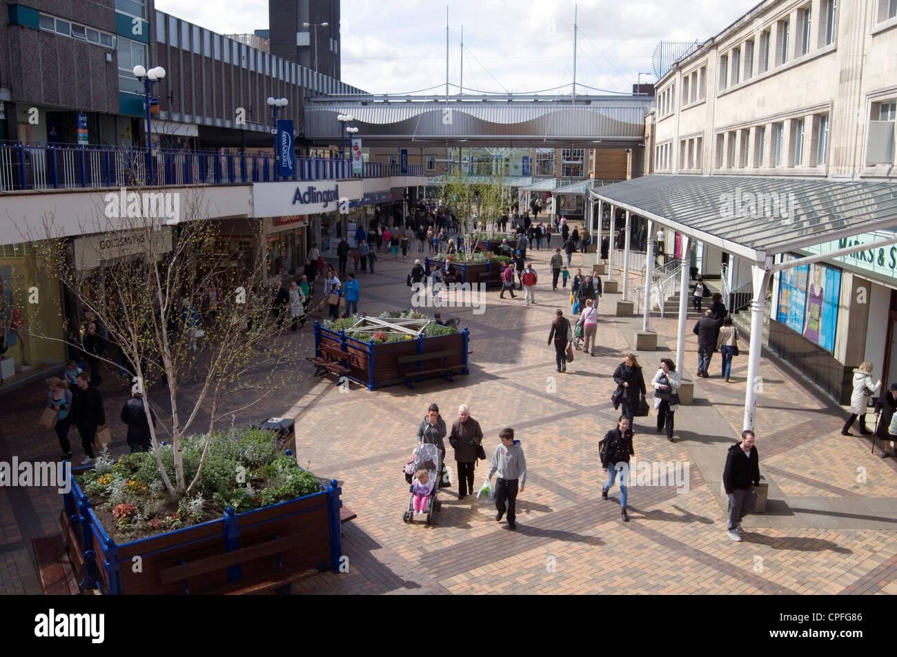 Stockport shopping precinct Mersey Way Shopping Centre town center open air pedestrianized - Stock Image