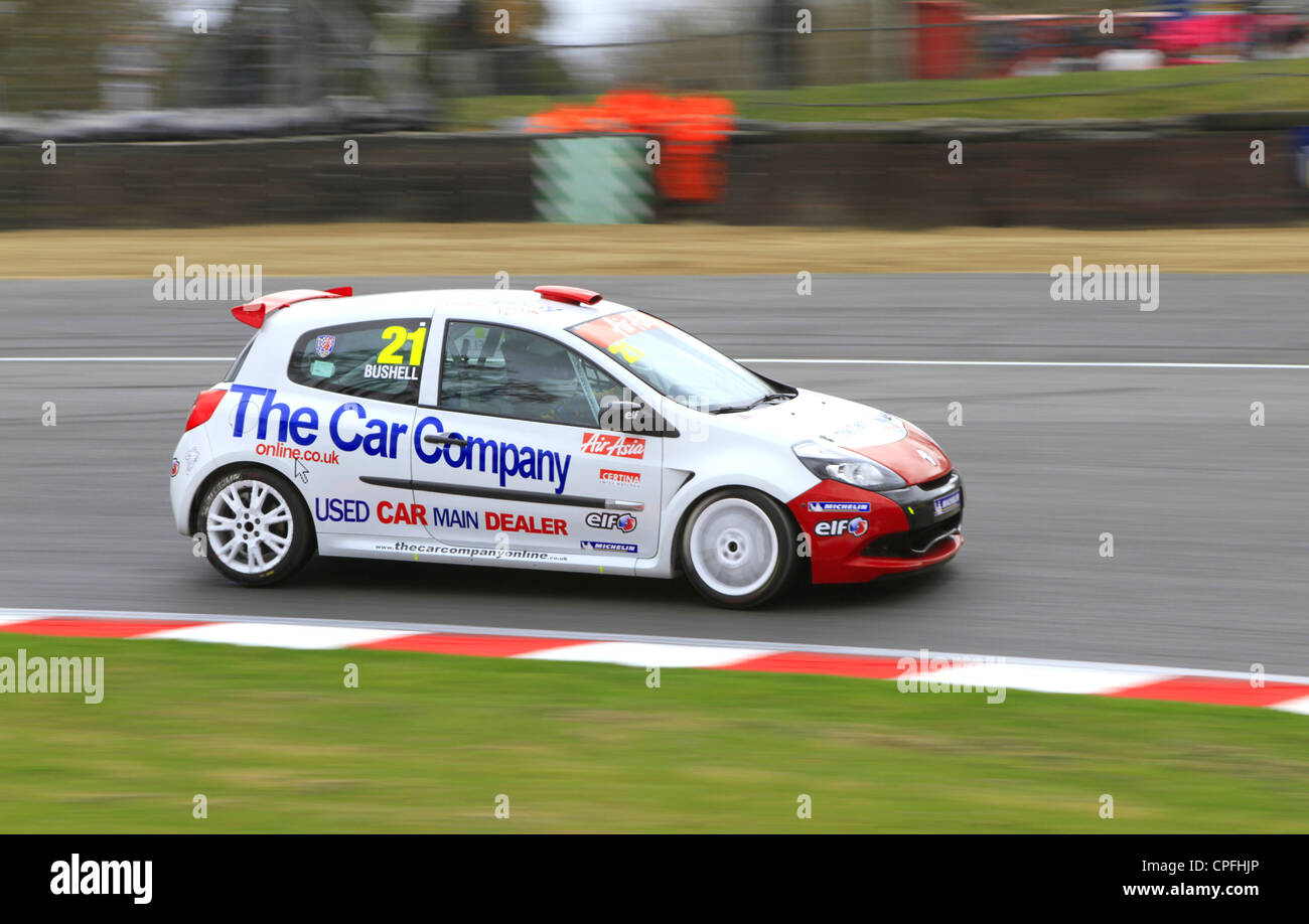 Mike Bushell racing around Druids corner in the Clio Cup at Brands Hatch - Stock Image