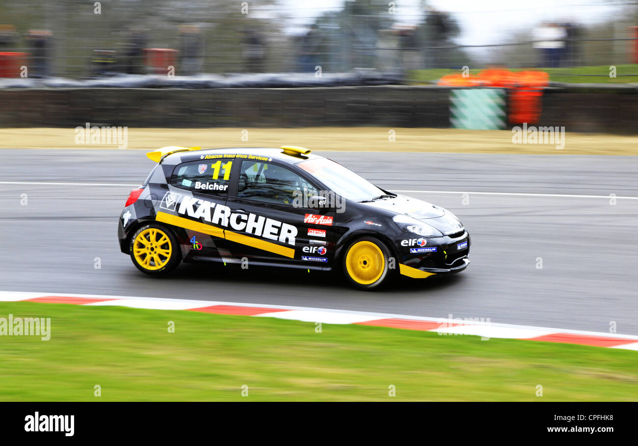 Simon Belcher racing around Druids corner in the Clio Cup at Brands Hatch - Stock Image