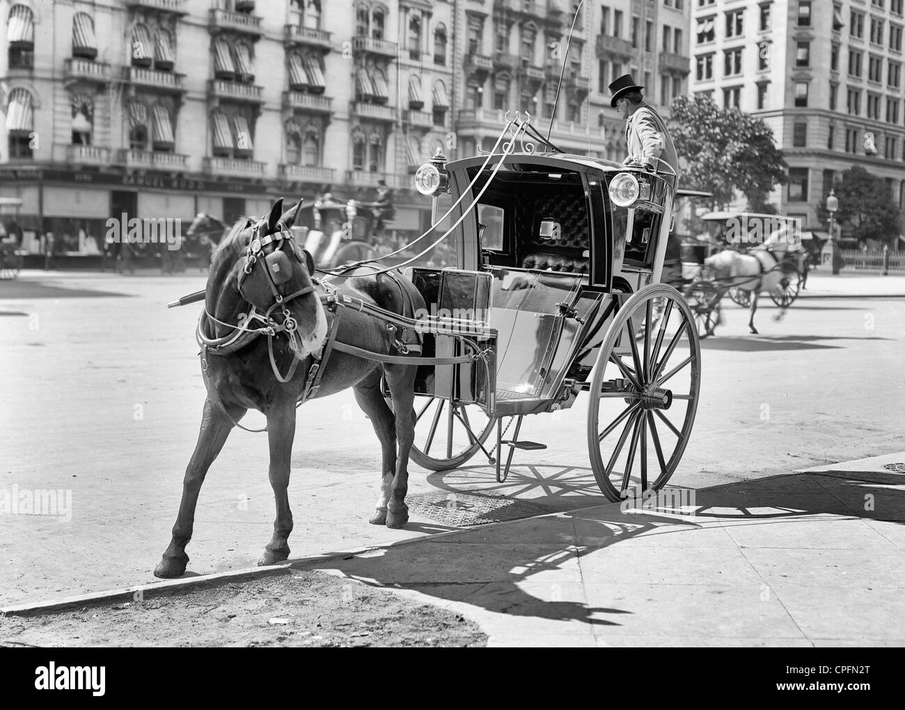 a7fa8aa94ef Horse Carriage Hansom Black and White Stock Photos   Images - Alamy