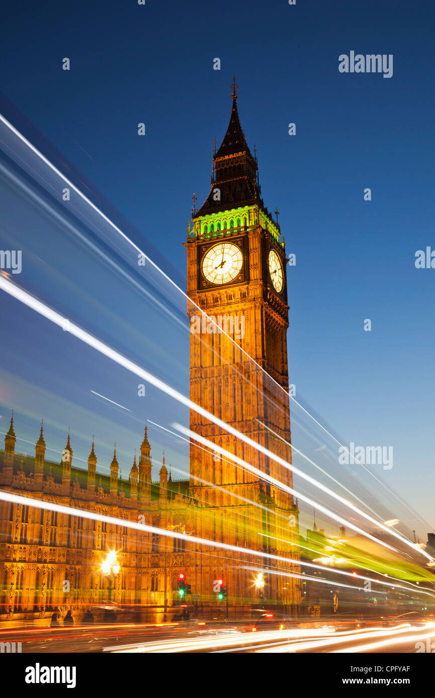 England, London, Palace of Westminster and Big Ben illuminated at night - Stock Image