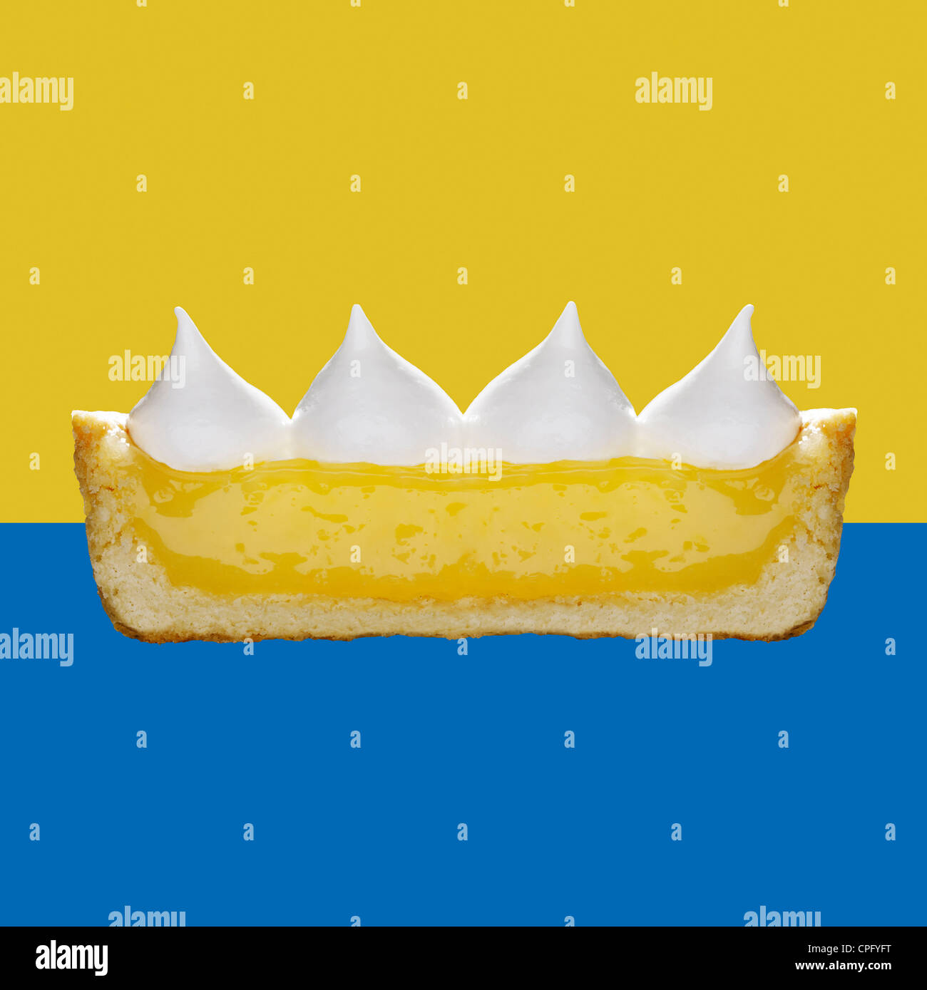 Lemon Meringue Pie, cross section showing the layers - Stock Image