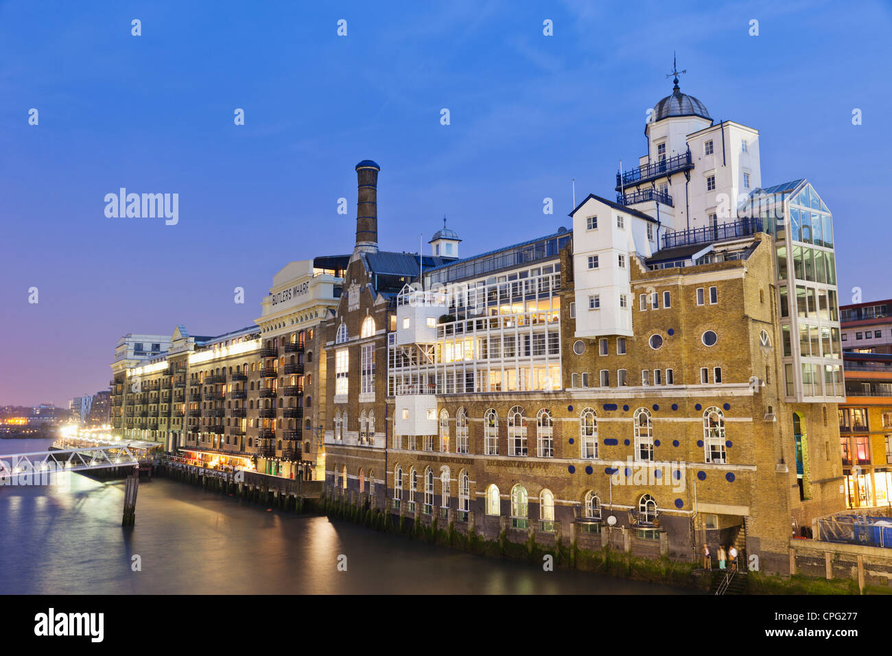 England, London, Southwark, Shad Thames, Butlers Wharf and River Thames - Stock Image
