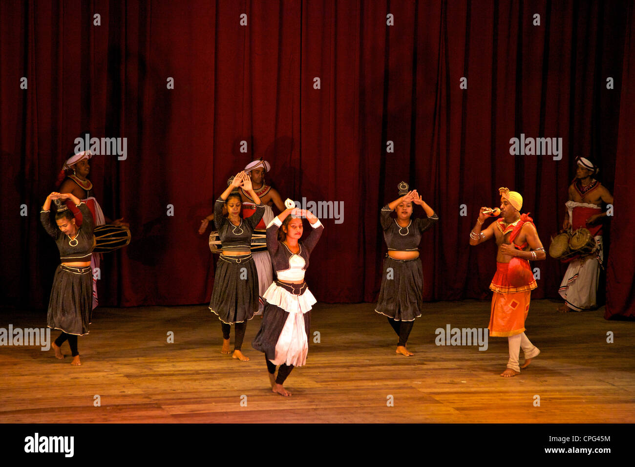 Traditional dancers and musicians, Cultural Show, Kandy, Sri Lanka, Asia - Stock Image