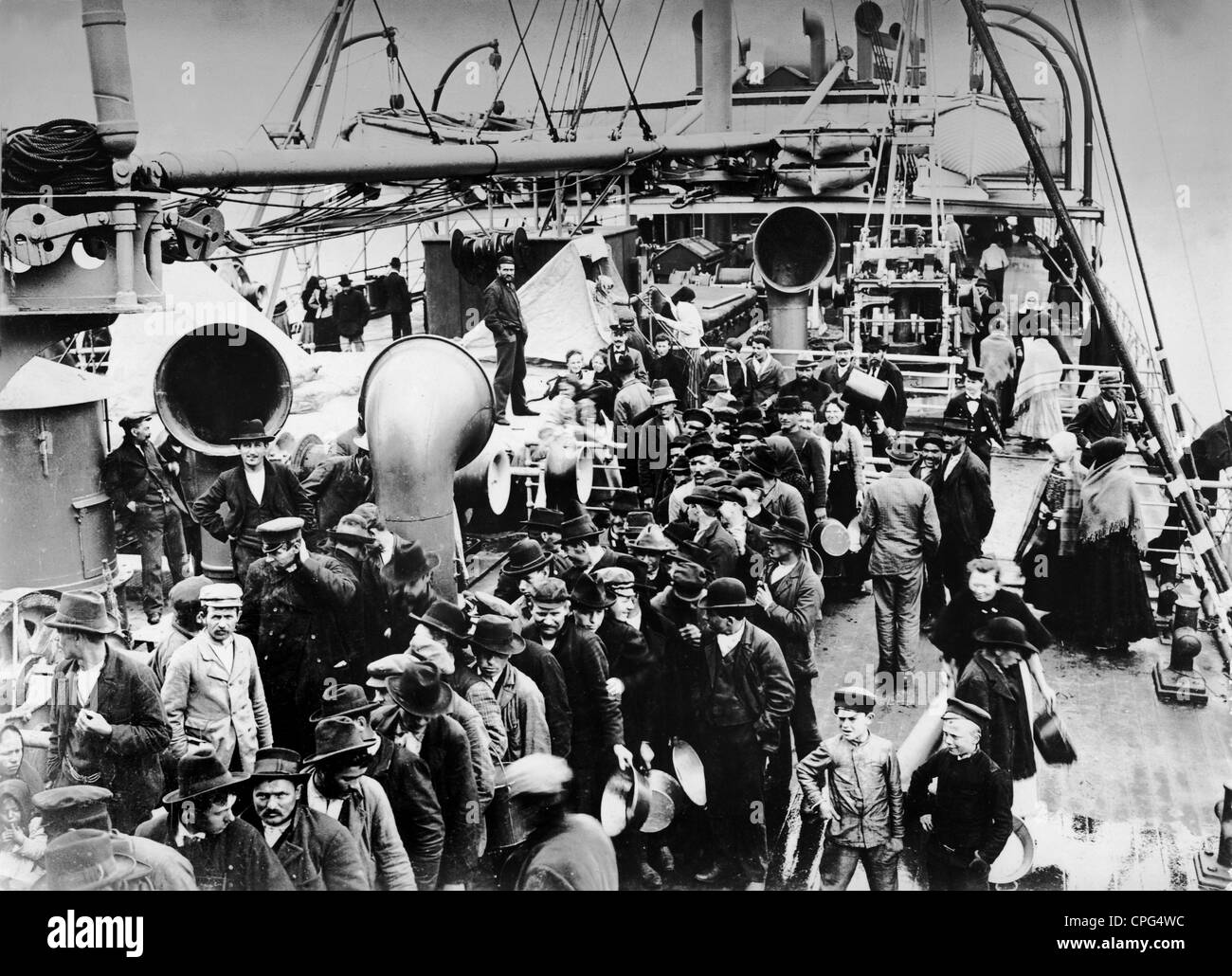 transport / transportation, navigation, emigrant, ship, overcrowded deck, circa 1900, Additional-Rights-Clearences - Stock Image