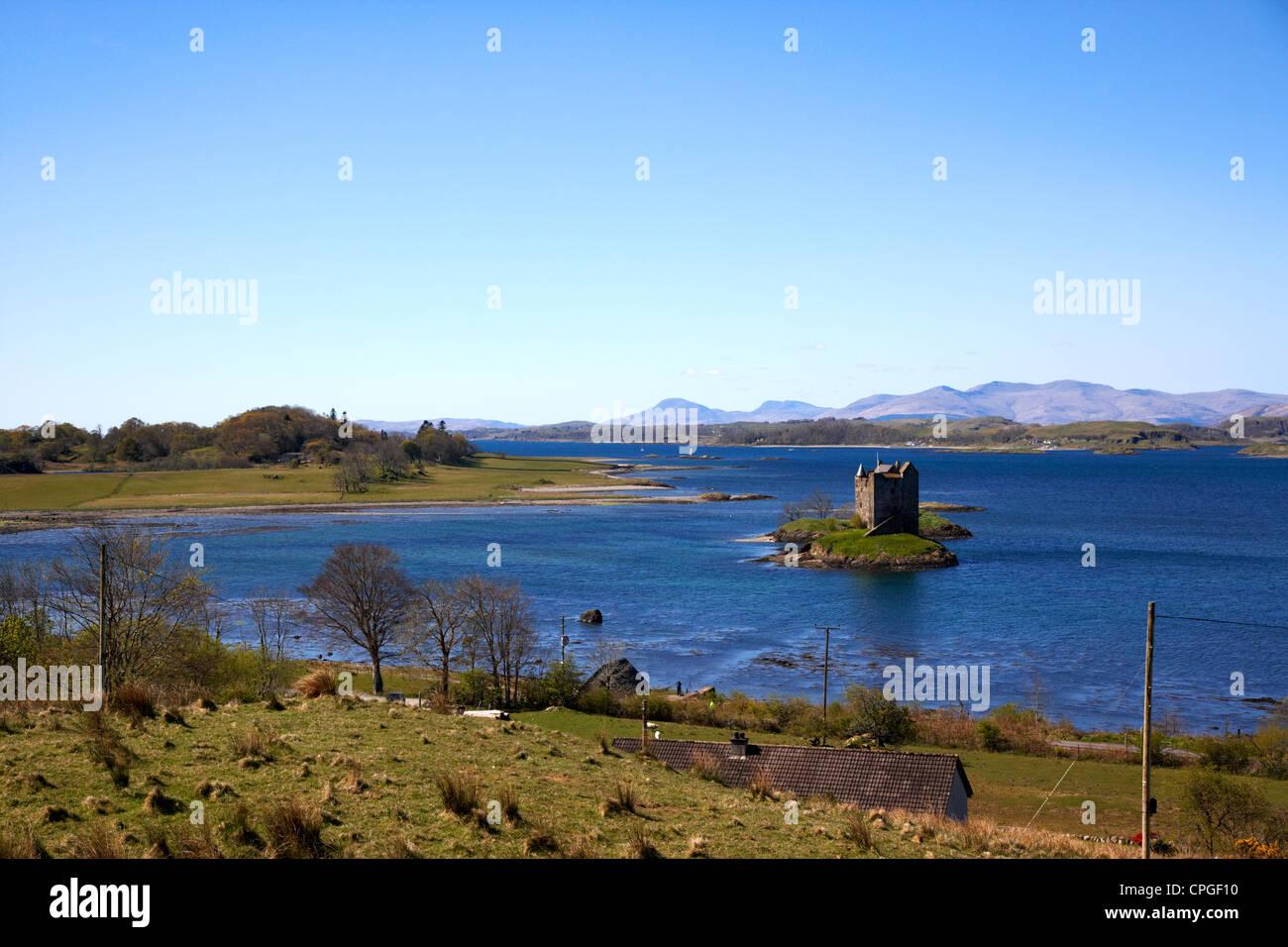 castle stalker tower house keep scottish castle in loch laich loch linnhe argyll - Stock Image
