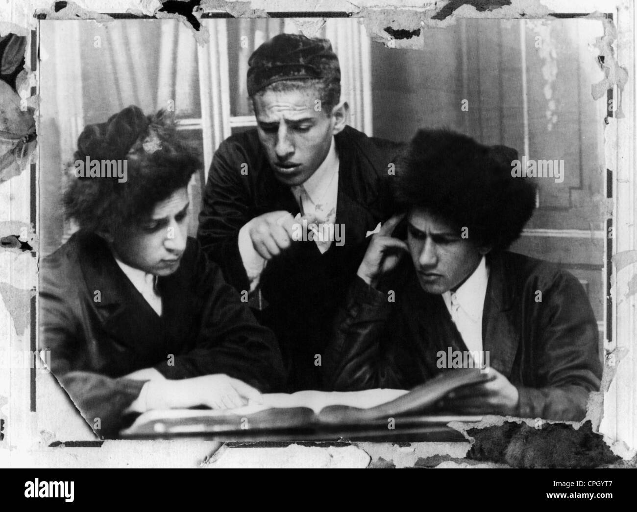 Judaism, education, students at a Yeshiva reading the Talmud, Poland, early 20th century, religion, study, school, - Stock Image